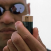 Люди-батарейки: теоретический анализ наногенераторов на базе трибоэлектрического эффекта
