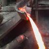 Сталевар сунул руку в расплавленный металл