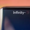 Samsung начала массовое производство дисплеев Infinity-O для Samsung Galaxy S10