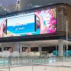 Samsung установила огромные светодиодные вывески в самом большом в мире аэропорту