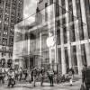 Топ-менеджера Apple обвинили в инсайдерской торговле. Он должен был с ней бороться