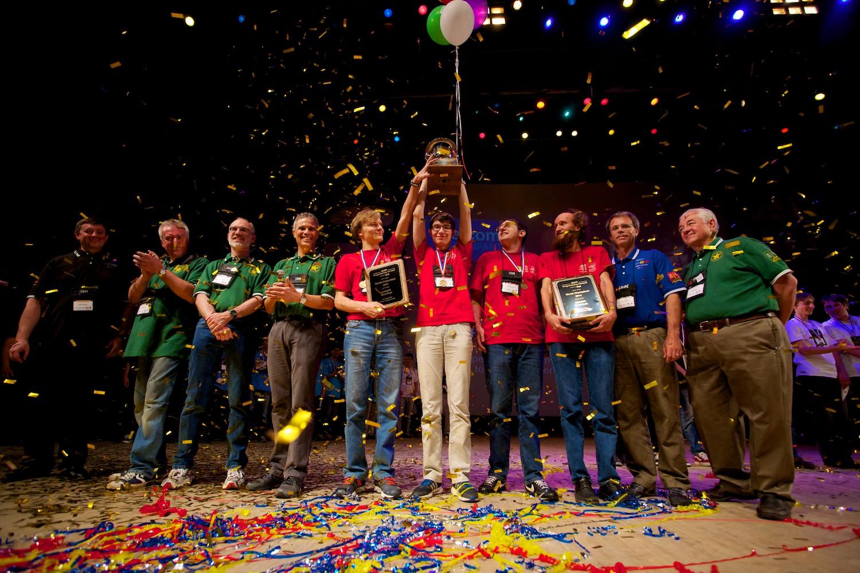 Команды российских вузов заняли первое и второе места на ACM ICPC (чемпионате мира по программированию)