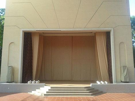 Картинка 1. Вид с зала на сцену