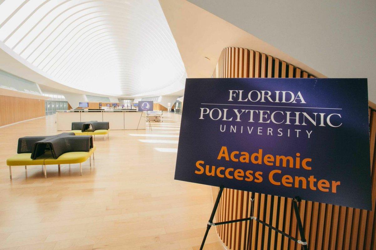 Университет Флориды убрал из библиотеки бумажные книги