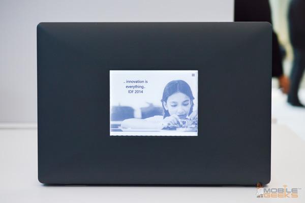Прототип ноутбука с дополнительным экраном E Ink