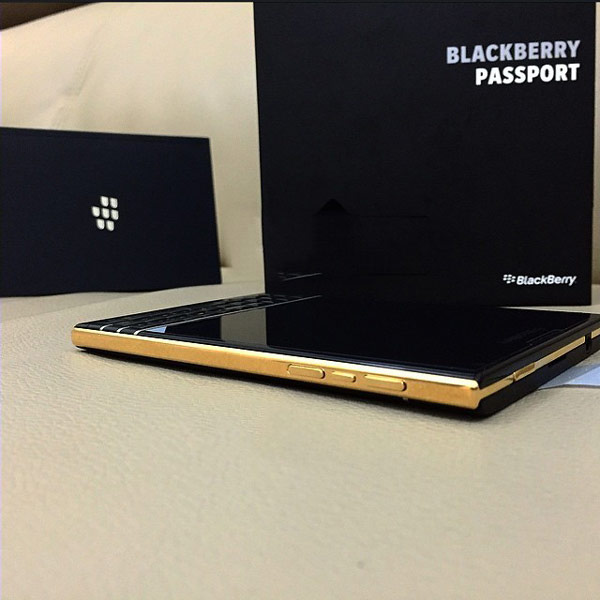 смартфон BlackBerry Passport Gold Edition