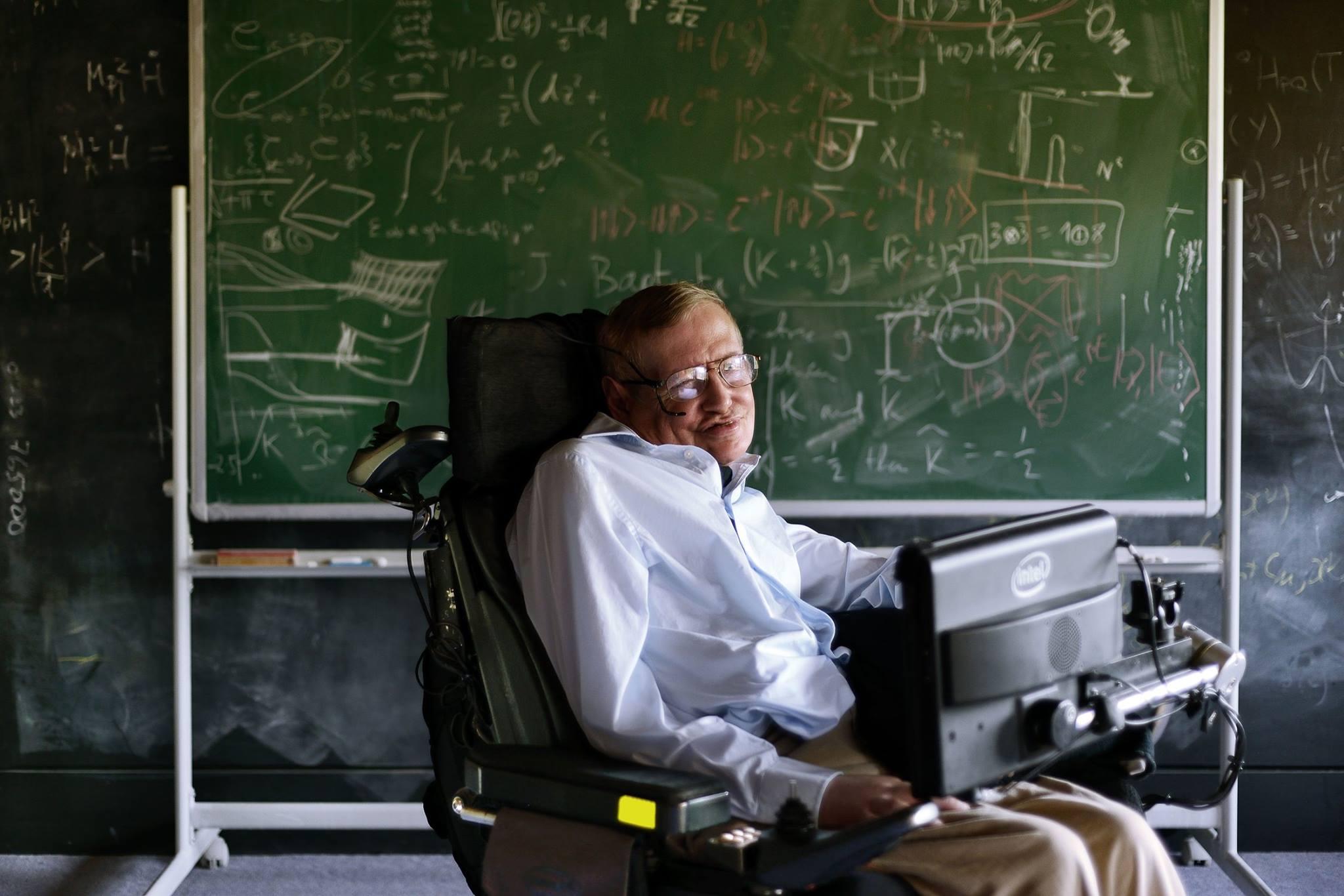Стивен Хокинг завел аккаунт в Facebook, где обещает сообщать о своих открытиях