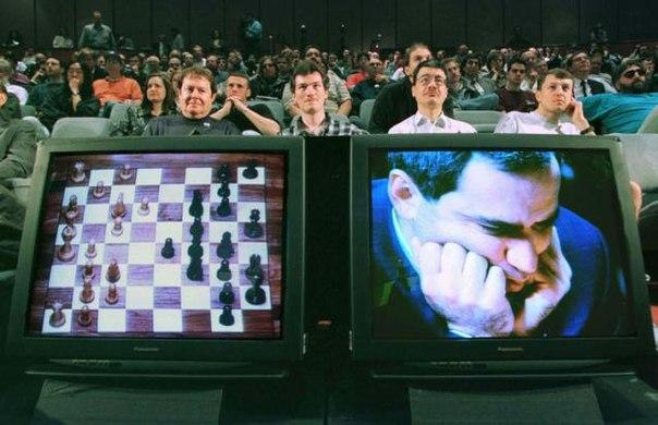 Гарри Каспаров проиграл суперкомпьютеру Deep Blue в шахматы из за компьютерного сбоя