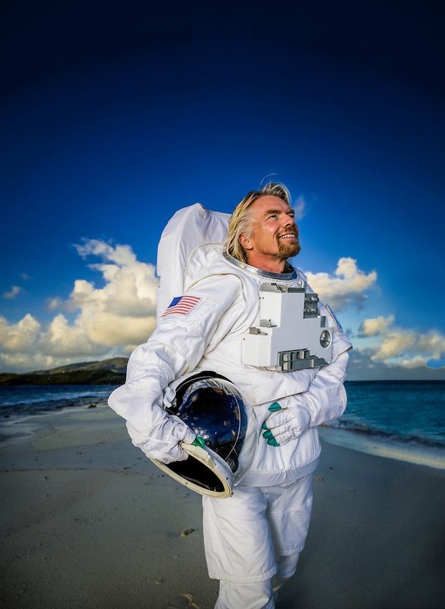 Брэнсон пообещал стать первым космическим туристом на собственном корабле