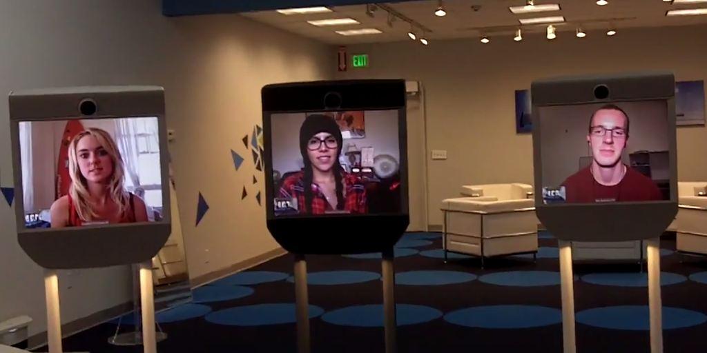 Роботы телеприсутствия в калифорнийском магазине продают себя сами - 1