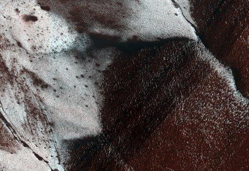 На Марсе нашли иней (ФОТО)