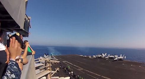 Истребитель США преодолевает звуковой барьер (видео)