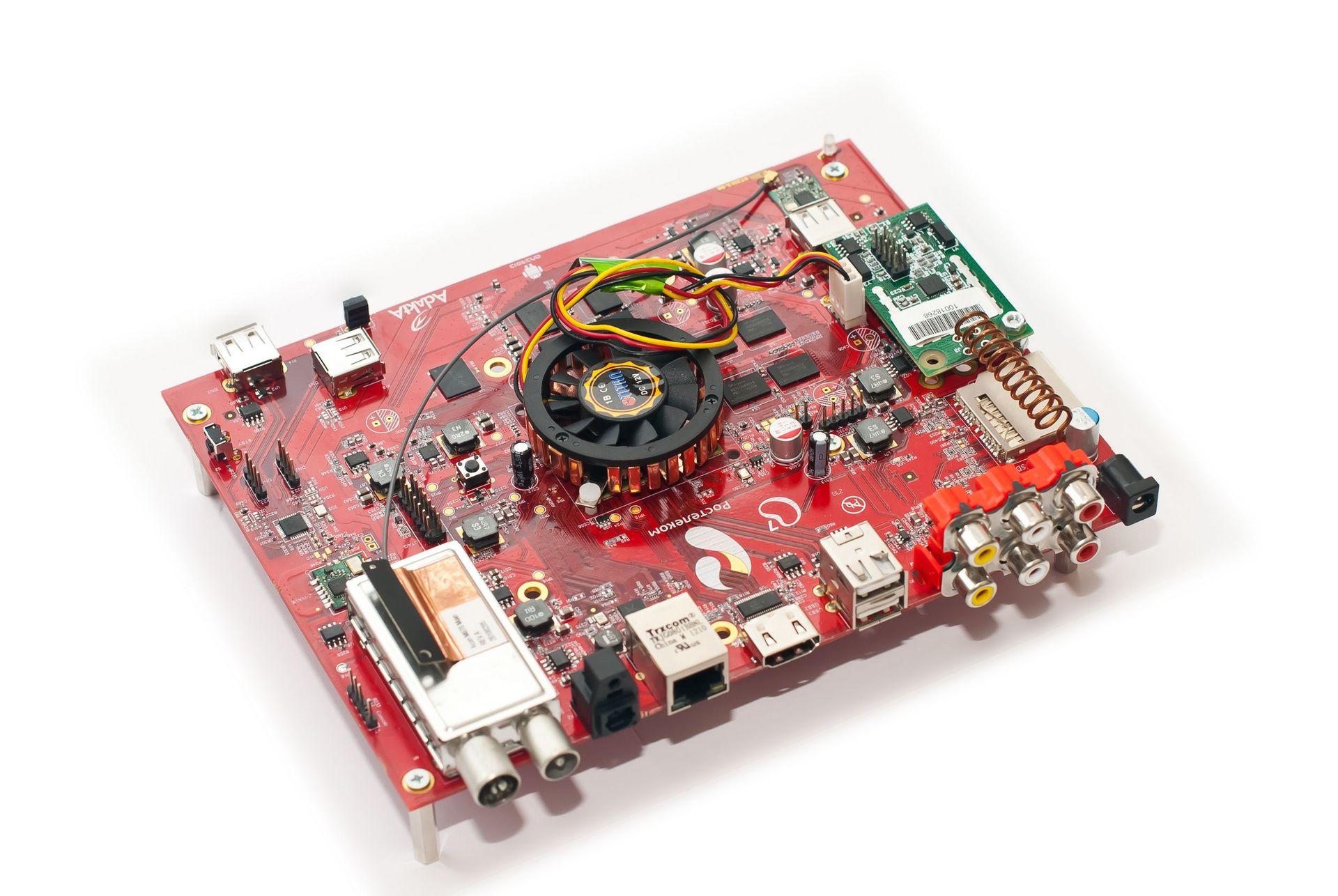 Ручной монтаж сложных плат на компонентах 0402, 0603, QFN, LQFP и THT - 1
