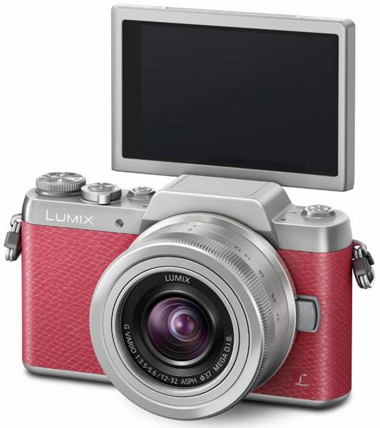 Беззеркальная камера Panasonic Lumix DMC-GF7 оснащена поворотным дисплеем