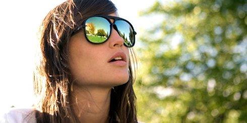 Инженеры создали чудо очки: от прозрачных к солнцезащитным нажатием одной кнопки