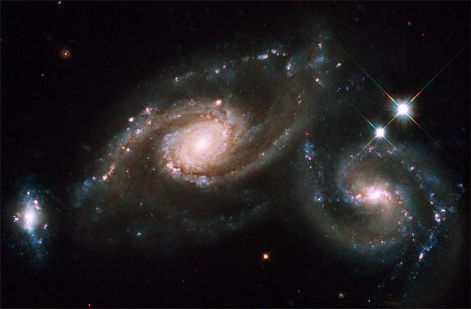 Хаббл постоянно обнаруживает галактики расположенные очень далеко от нас - 6