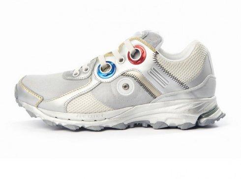 Adidas выпустила кроссовки в стиле скафандров NASA
