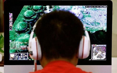 Одержимый интернетом китаец отрезал себе руку