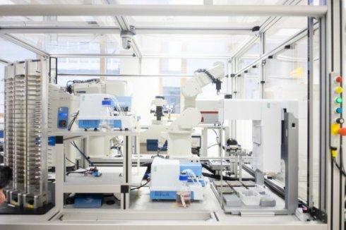 Робот ученый Ева нашла дешевое лекарство от малярии