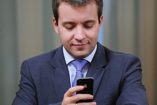 Министр связи пообещал гранты для перевода россиян на мобильные ОС Tizen и Sailfish - 1