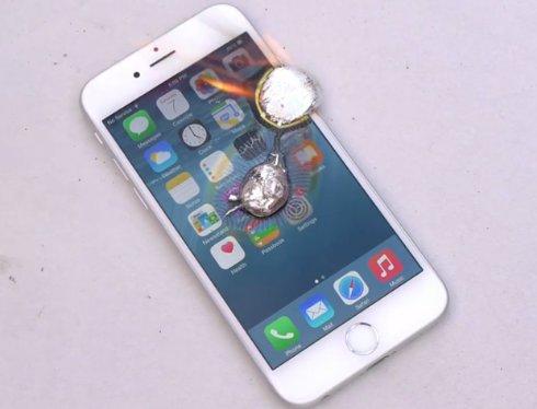 На iPhone 6 вылили расплавленный алюминий (ВИДЕО)