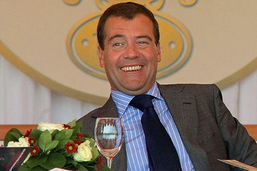 Как Дмитрий Анатольевич Медведев стал виноват в ошибке синхронизации с базой данных - 1