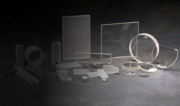 К привлекательным качествам сапфира относят высокую прозрачность в видимом и инфракрасном диапазонах