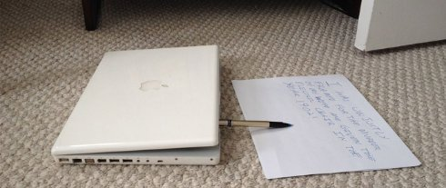 На eBay продают Apple MacBook с привидениями