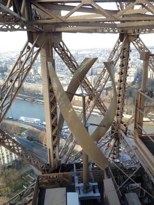 На Эйфелеву башню установили ветряные электрогенераторы