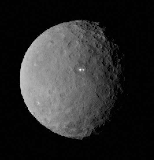 Зонд Dawn прислал детальный снимок Цереры с «белым пятном» - 2