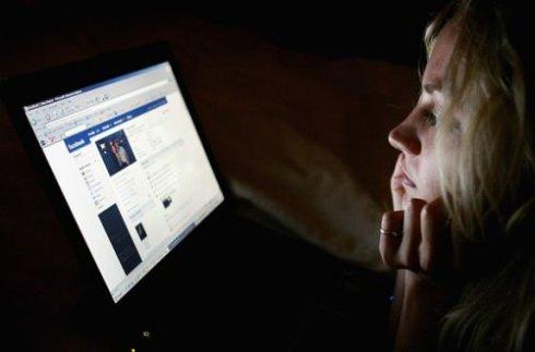 Facebook поможет избежать самоубийства