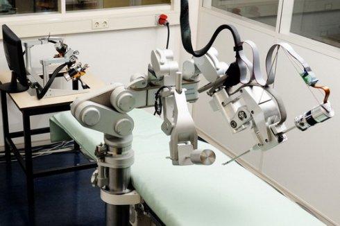 На помощь хирургам пришли роботы