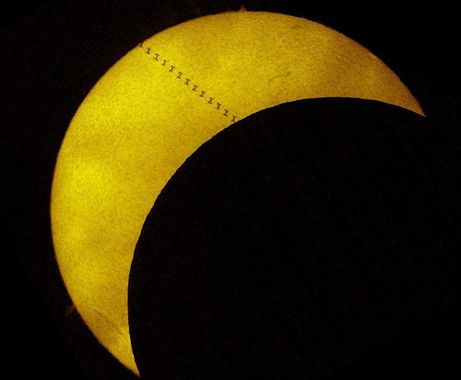 Затмение Солнца и МКС: редкая фотография - 1
