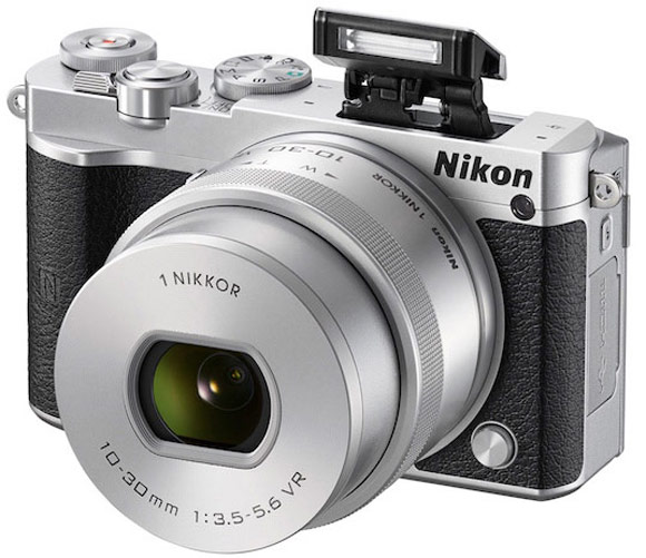 Комплект Nikon 1 J5 с объективом 1 Nikkor VR 10–30mm f/3.5–5.6 PD-ZOOM стоит $500