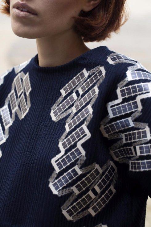 В Голландии создали футболку с солнечными батареями