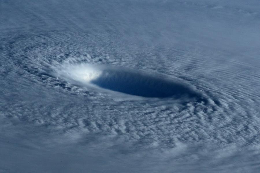 Тайфун Майсак: смотрим из космоса - 3