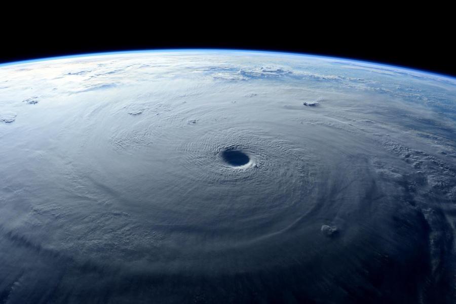 Тайфун Майсак: смотрим из космоса - 6