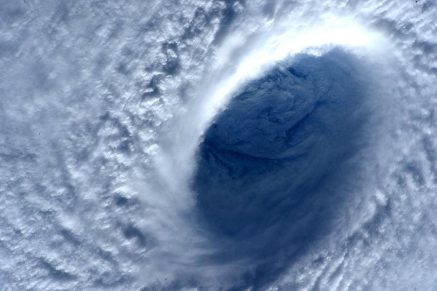 Тайфун Майсак: смотрим из космоса - 7