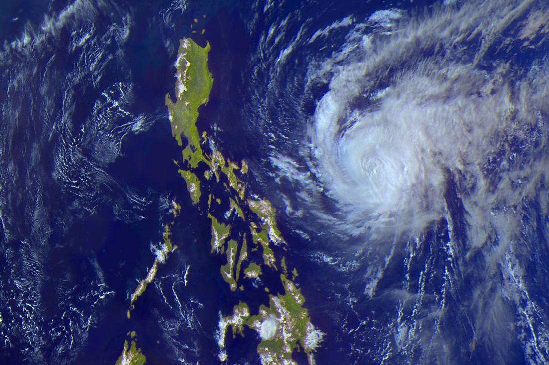 Тайфун Майсак: смотрим из космоса - 1