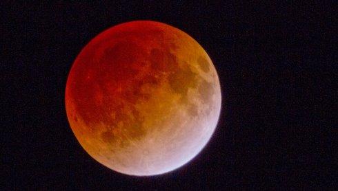 Завтра над Землей взойдет кровавая Луна