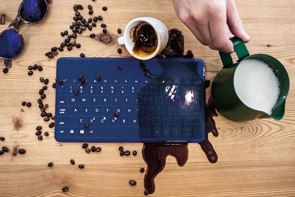 Клавиатура Logitech Keys-To-Go предназначена для мобильных устройств с ОС Android и Windows