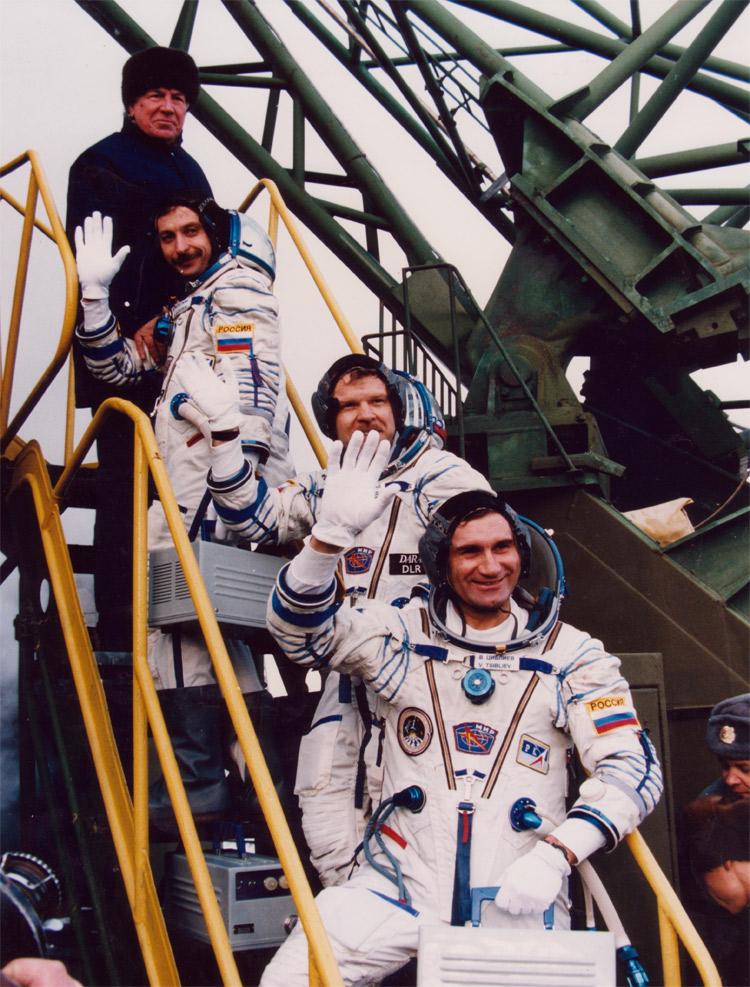 Александр Иванович Лазуткин — бортинженер «Союз ТМ-25» - 6