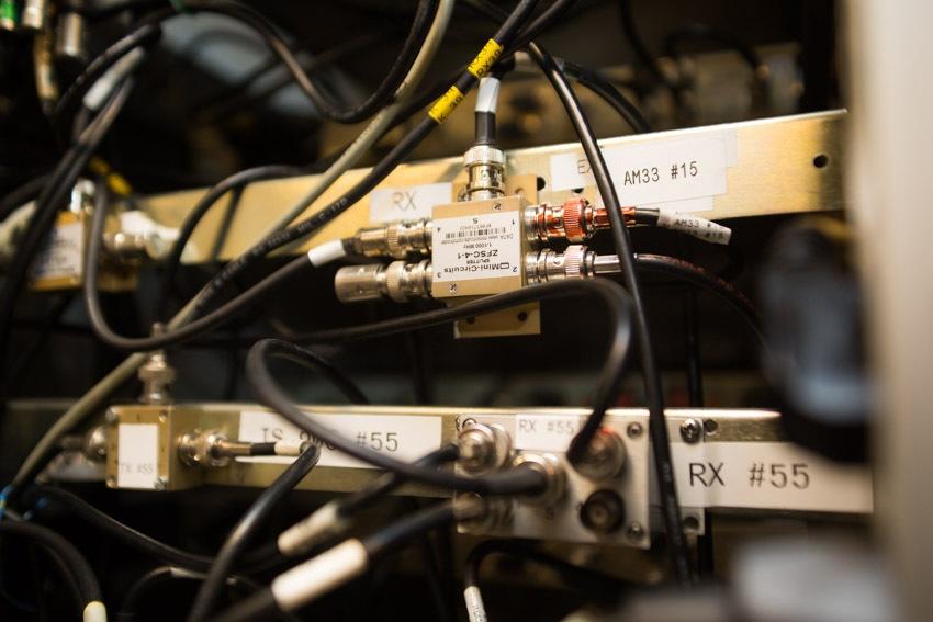 Аппаратный зал (про инфраструктуру спутниковой сети и осциллограф) - 10