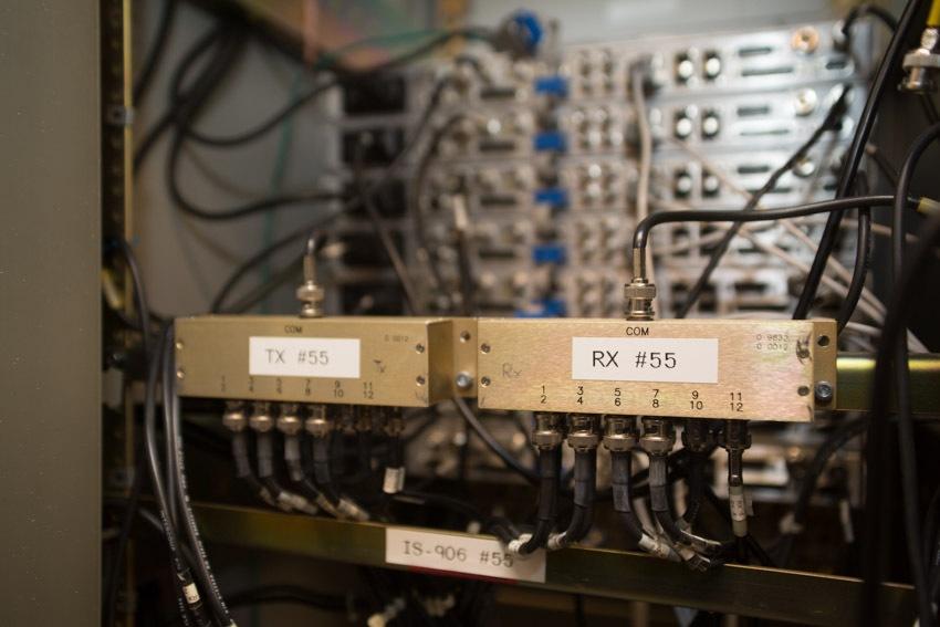 Аппаратный зал (про инфраструктуру спутниковой сети и осциллограф) - 11