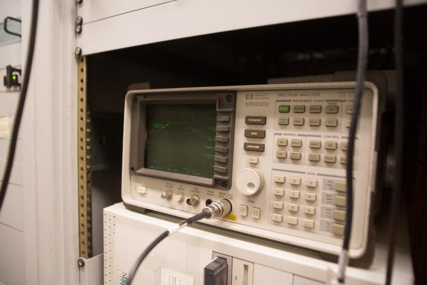 Аппаратный зал (про инфраструктуру спутниковой сети и осциллограф) - 15