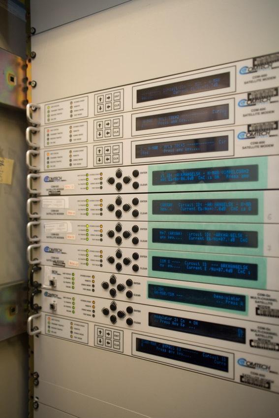 Аппаратный зал (про инфраструктуру спутниковой сети и осциллограф) - 16
