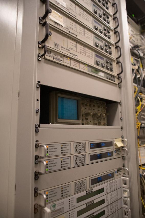 Аппаратный зал (про инфраструктуру спутниковой сети и осциллограф) - 17