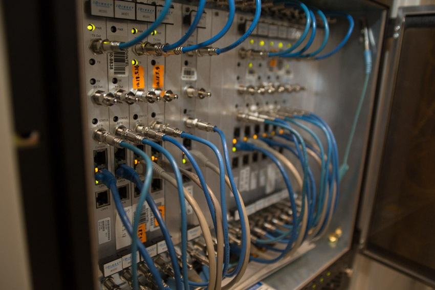 Аппаратный зал (про инфраструктуру спутниковой сети и осциллограф) - 18