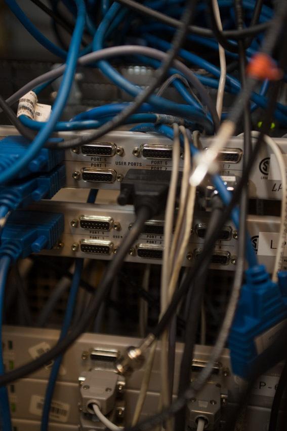 Аппаратный зал (про инфраструктуру спутниковой сети и осциллограф) - 19