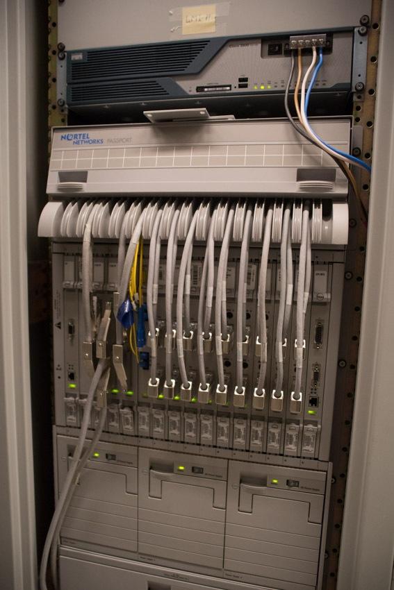Аппаратный зал (про инфраструктуру спутниковой сети и осциллограф) - 20